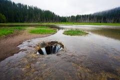 失去的湖熔岩管流失在中央俄勒冈 库存照片