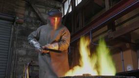 失去的蜡古铜铸件在铸造厂 影视素材