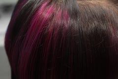 头发的背景有桃红色条纹的 图库摄影
