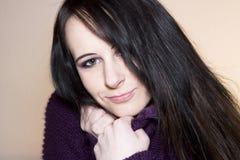头发的长的微笑的妇女 图库摄影