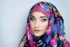 头巾hijab的女孩 免版税库存照片