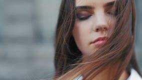 头脑和谐宁静平安的青少年的女孩 影视素材