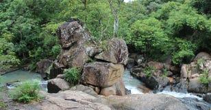 头顿,越南- 2013年6月10日-在头顿,越南的Suoi连队瀑布 库存照片