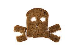 头骨和骨头由切的面包制成 库存照片