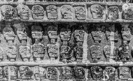 头骨平台在奇琴伊察,墨西哥 免版税库存图片
