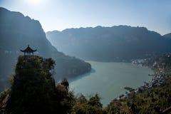 夷陵,湖北长江三峡Dengying空白在小亭子 库存图片