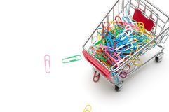 夹子和购物车在白色背景:经济概念 库存图片