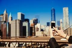 夺取与智能手机的片刻 图库摄影