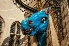 奇怪和一头小的可怕独角兽和骆驼上色了图,用于庆祝在布鲁塞尔 库存照片