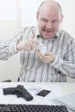 奇怪的商人用可卡因和枪 库存图片