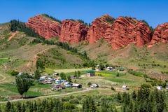 奇怪的岩层七公牛在Kirghizia 免版税库存图片