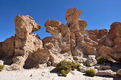 奇怪的岩层在Altiplano,玻利维亚 免版税库存图片