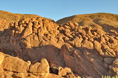 奇怪的岩层在Dades狼吞虎咽,摩洛哥 免版税图库摄影