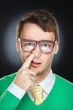 奇怪的年轻人佩带的镜片 免版税库存图片