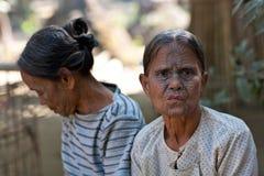 奇恩角部落被刺字的妇女,缅甸 库存图片