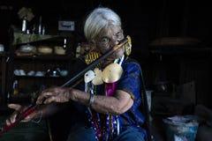 奇恩角部落被刺字的妇女 库存照片