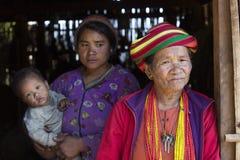 奇恩角部落tattoed妇女和女儿 免版税库存图片