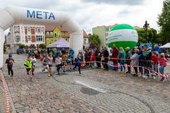 奇武胡夫,pomorskie/波兰- 2019年5月,25日:Tura奔跑-街道竞争在小镇 竞技竞争以后命名了 免版税库存照片