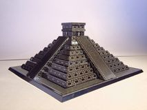 奇琴伊察金属金字塔的纯净 免版税库存照片