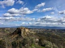 奇维塔di Bagnoreggio小山中世纪镇在维泰博省,拉齐奥,意大利 2018年 免版税库存图片