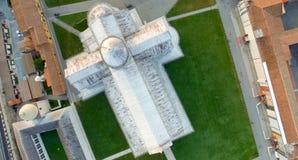 奇迹顶上的全景鸟瞰图在比萨,意大利摆正 库存图片