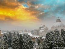 奇迹鸟瞰图正方形在日落的与雪,比萨- Tusca 免版税库存照片