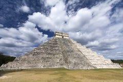 奇琴伊察玛雅人金字塔 库存照片
