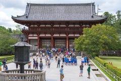奈良,日本, 8月 第14, 2015年 Todai籍入口社论照片  库存图片