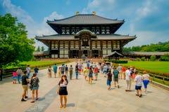 奈良,日本- 2017年7月26日:人人群Todai籍输入的逐字地意味东部伟大的寺庙 这个寺庙 库存图片