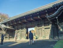 奈良,日本- 2017年7月26日:大厦和享受看法的输入的未认出的人美丽 免版税图库摄影