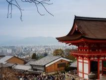 奈良,日本11月23日:很多人参观清水寺Te 图库摄影