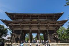 奈良,日本- 2016年10月7日:Nandaimon, Todai籍寺庙,奈良,日本巨大南部的门  免版税库存图片