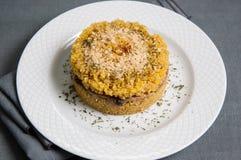 奎奴亚藜意大利煨饭盘用蘑菇 免版税图库摄影