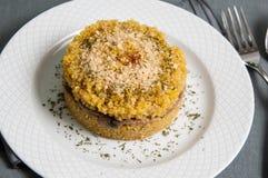 奎奴亚藜意大利煨饭盘用蘑菇 库存图片