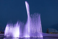 索契奥林匹克喷泉的夜照明 免版税库存照片