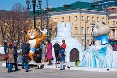索契奥林匹克的标志在Manezh广场的在2013年4月13日的莫斯科在莫斯科 免版税图库摄影