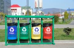 索契,俄罗斯, 2016年3月, 01日,分开的废弃物收集的容器 免版税库存图片