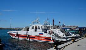 索契,俄罗斯:29 09 2014 - 几条游艇和小船在索契se 免版税图库摄影