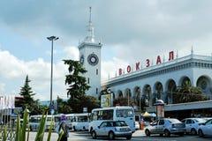索契,俄罗斯- 2016年7月5日:火车站在索契,鸟瞰图的大厦 免版税库存照片