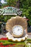 索契,俄罗斯-计时以一颗珍珠的形式接近入口的  免版税库存照片