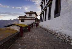 奔忙在tawang修道院的机智活动 库存照片