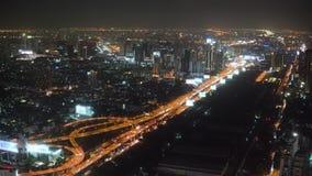 奔忙有摩天大楼和金融中心的夜大都会 影视素材
