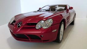 奔驰车迈凯轮SLR模型汽车 免版税库存图片