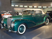 1954年奔驰车300 S敞蓬车 免版税库存照片