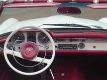 奔驰车230SL的内部看法在利马 库存照片