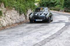 奔驰车300 SL COUPÃ ‰ W 198 1956年在集会Mille Miglia 2017的一辆老赛车著名意大利历史种族1927-195 免版税库存图片