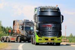 奔驰车Actros展示卡车说笑话者在芬兰 库存图片