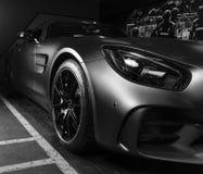 奔驰车AMG广义相对论2018年V-8 Biturbo外部细节 轮胎和合金轮子 碳陶瓷闸 汽车外部细节 投反对票 免版税库存照片