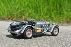 奔驰车SSKL 1931年赛车的比例模型复制品 库存照片