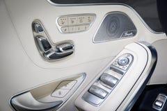 奔驰AMG S65敞蓬车汽车内门 免版税库存图片